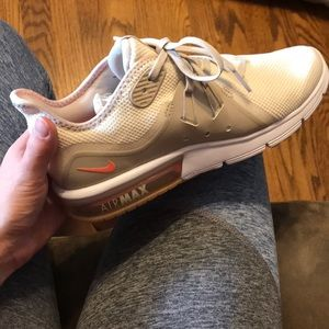 Women's air max BRAND NEW never wore (wrong size)